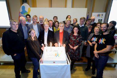 Tortenanschnitt mit PionierInnen der nachhaltigen Stadtentwicklung
